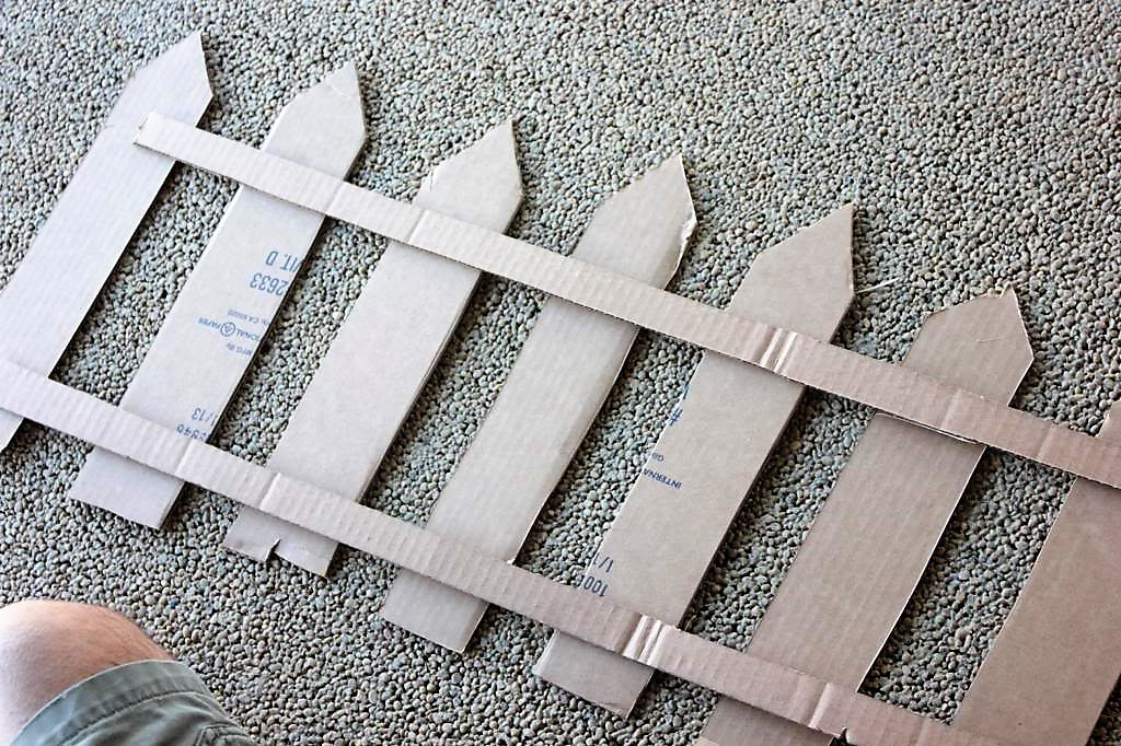 картонная ограда