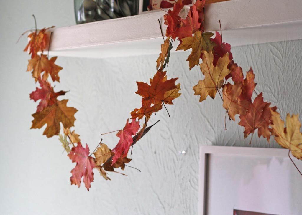 Гирлянда из листьев