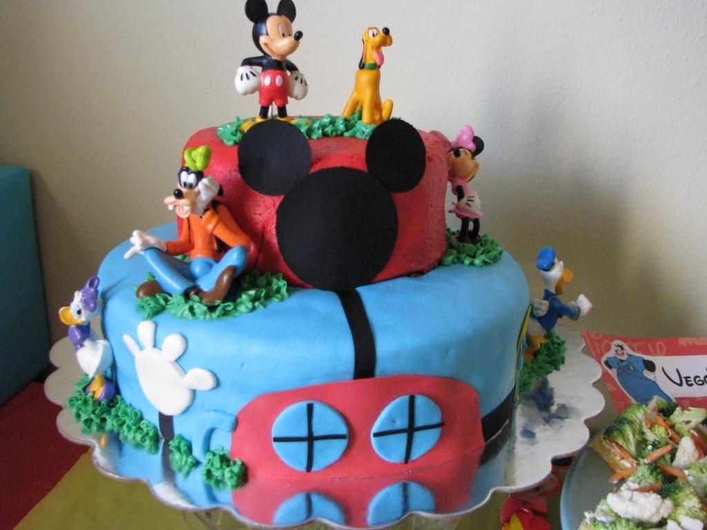 торт с героями из мультфильма