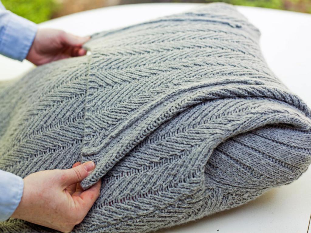 Подушка из свитера