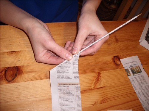 как скручивать газетные трубочки