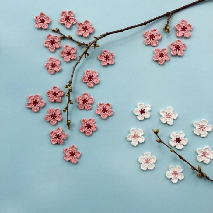 Цветы вишни, связанные крючком